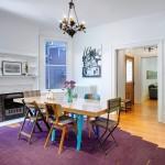 Bạn chỉ cần mua một chiếc thảm màu tím thay vì phải thay đổi màu sơn hay phải sơn lại đồ nội thất hoặc bàn ghế .  Cách làm này cực kỳ đơn giản và khi bạn muốn thay đổi sang gam màu khác cũng sẽ rất dễ dàng.
